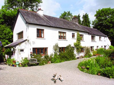 Allt y Golau Farmhouse Carmarthen Wales guest house bed and breakfast